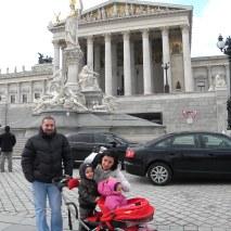 La plimbare prin Viena, in fata Parlamentului