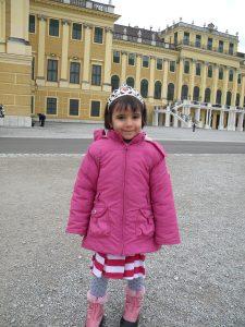 "Zuza care si iarna voia sa se imbrace cu rochia de vara, si-a luat si diadema ""ca a lui Sisi"" si a mers cu ea pe cap tot turul, spre amuzamentul celorlalti turisti!"