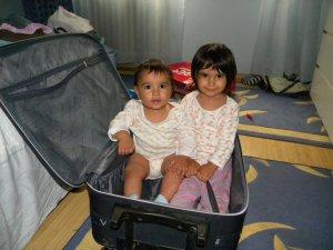 Sa facem bagajele pentru vacanta: nu uitati copiii!