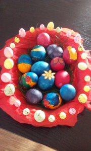 Așa arăta la final unul dintre coșurile care vor decora masa de Paște