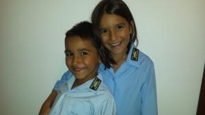 Așa ar trebui să arate niște copii fericiți că merg la școală! :)